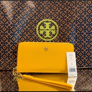 NWT Tory Burch Emerson Zip Passport Continental